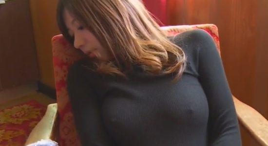 藤崎里菜がノーブラニットで乳首ポチしています