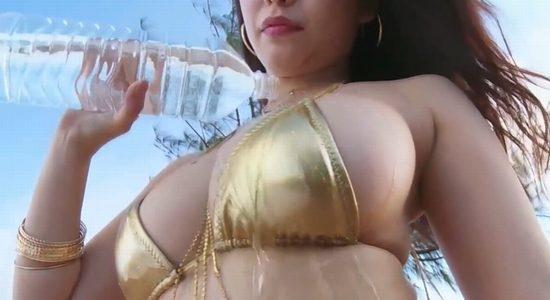 久松かおり ゴールドビキニの水も滴るいいおっぱい
