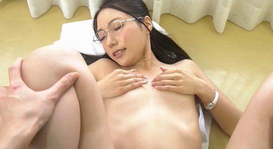 三田羽衣 教室で全裸のセックスを見せるエロ女教師