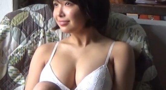 寺本莉緒のビキニやワンピな水着のグラビアメイキング動画
