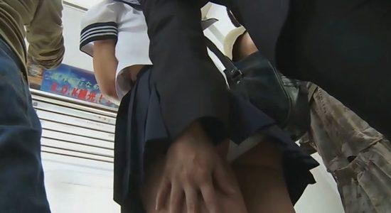 浜田由梨 セーラー服で痴漢されたり図書室でパンチラしたり