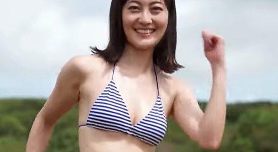 松山メアリ デニムのホットパンツやビキニのナイスボディ