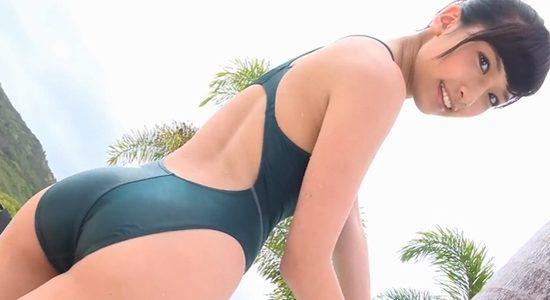 森川彩香 グリーンの競泳水着で魅せるスレンダー巨乳