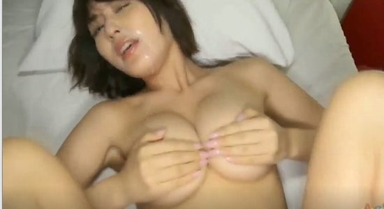 金子智美 激しい疑似セックスでおっぱい揺らして喘ぎまくり