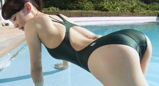 菅井美沙 グリーンの競泳水着で魅せるくびれ巨乳ボディ