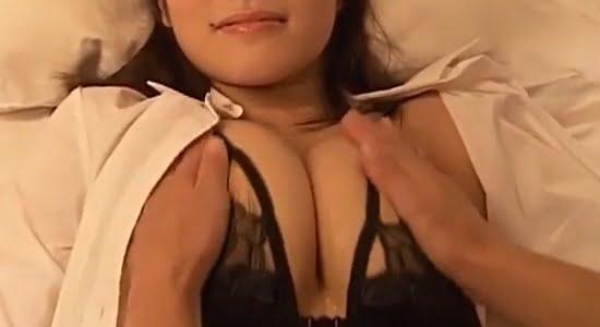 橘花凛 黒下着でおっぱいブルブルエロマッサージ