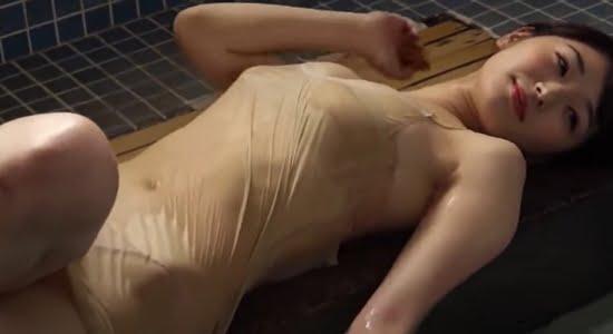 長谷川かすみ 水着や下着で魅せるスレンダー巨乳