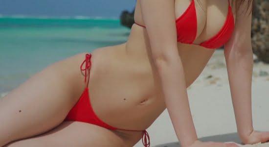 美音咲月 真っ赤なビキニのスレンダー巨乳がオンザビーチ