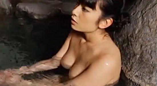 春野恵 温泉で全裸になっておっぱいとお尻がプカプカ