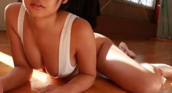 永井里菜 ハイレグレオタで見せるエッチな谷間とお尻