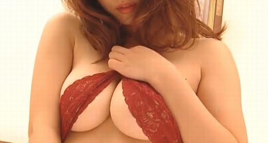 池田愛恵里 セクシーな下着で乳寄せしてベッドに誘います