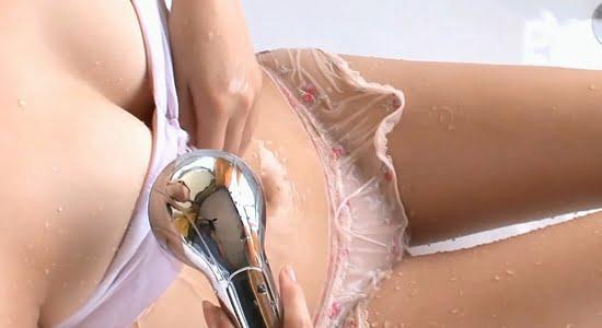 葵マリカ シャワーで水を弾くスレンダー巨乳の健康美
