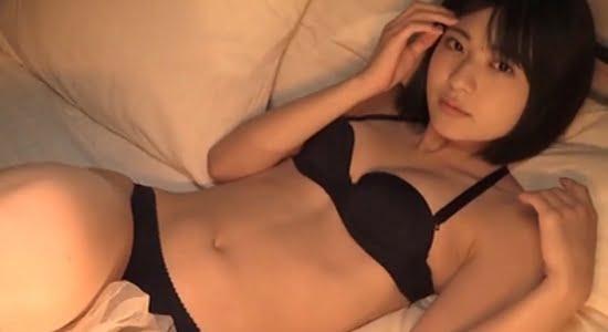 山田南実 リゾートホテルのベッドでイチャイチャモード