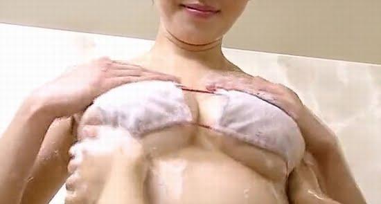 橋本マナミ 柔らかおっぱいと横から下から揉み洗いします
