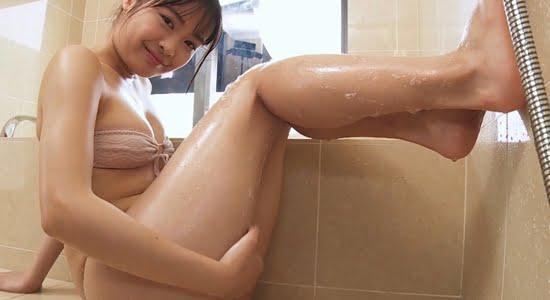 西本ヒカル お風呂で見せる水を弾くムチムチボディ
