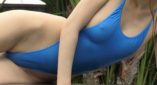 黒木茉莉花 ハイレグワンピースな水着で乳首ポチしてます