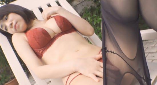 大崎由希 黒パンスト脱ぎながら体をくねらせるお姉さん