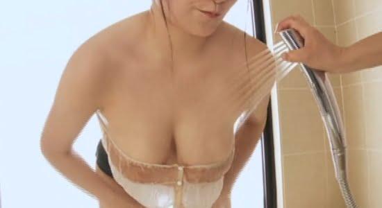 桜井木穂 シャワーでおっぱいやお尻を責められます
