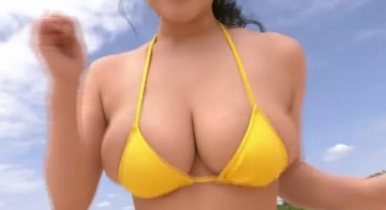 天木じゅん 黄色いビキニのおっぱいがビーチで激揺れ