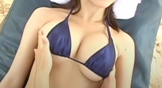 西田麻衣 ビキニからはみ出るおっぱいをエロマッサージ