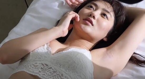 奧山かずさ 清楚な白下着でしっとり魅せるオトナの色香