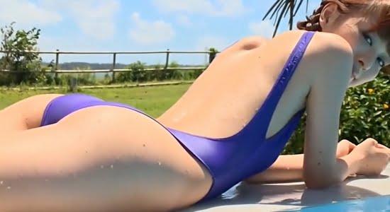 内田理央 ハイレグ競泳水着で魅せるスベスベな色白ボディ