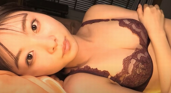 達家真姫宝 沖縄デートで水着や下着の健康美を披露