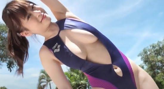 メイリ フロントオープンな競泳水着で見せるセクシーボディ