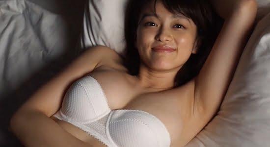 山地まり 清楚な白下着で魅せる腋下とFカップおっぱい