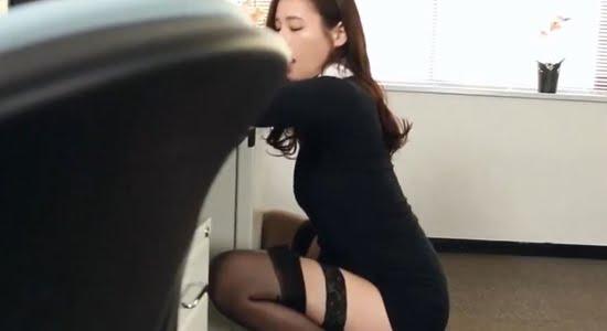 清瀬汐希 エッチな下着でお股を開いて擬似フェラします