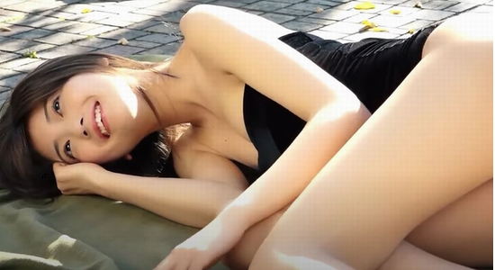 工藤美桜 色白スレンダー美脚とプリ尻のグラビア動画