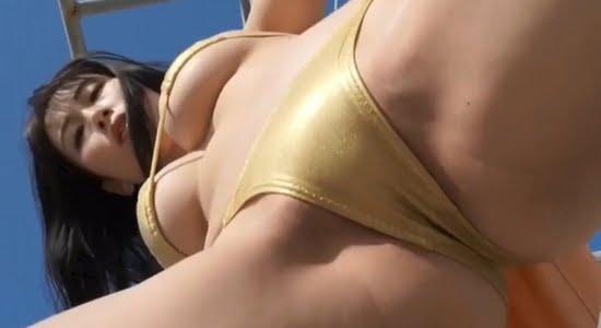 爽香 重量級の下乳と股間がグイグイ攻め込んできます